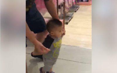 มีเด็กซื้อรองเท้าไม่จ่ายตังจ้าาาาาา